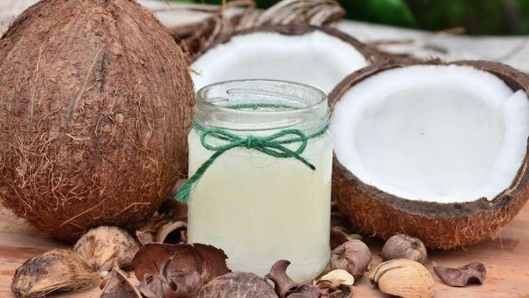 Óleo de coco: todos os benefícios na sua rotina